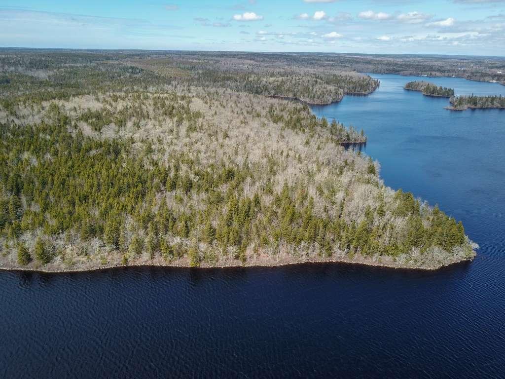 Seegrundstück mit 110ha am Salmon Lake nahe Yarmouth Nova Scotia Kanada
